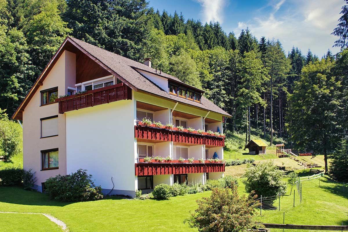 Ferienwohnungen mit Balkon im Ferienhaus